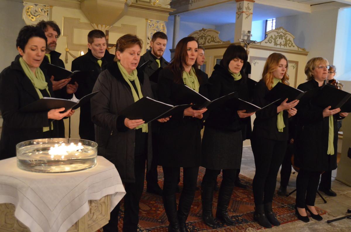 Das Ensemble Neue Töne Chor und Popular hat den musikalischen Gottesdienst am Gründonnerstag in der Kirche zu Krölpa gestaltet.